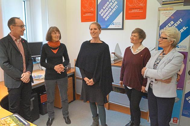 Neujahrsempfang 2017: Neue Mitarbeiterin Christine Kanz (Mitte) stellt sich vor.